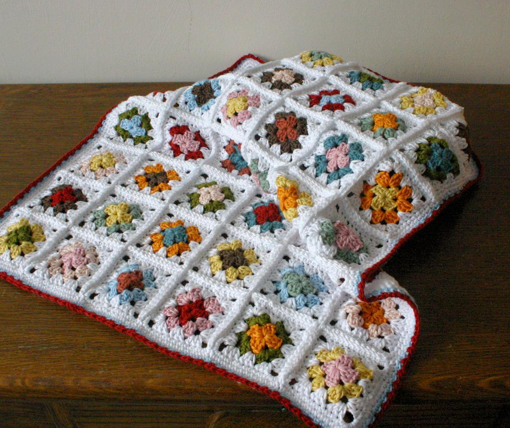 Crochet Patterns Granny Square Baby Blankets : Showing picture: Solid Granny Square Crochet